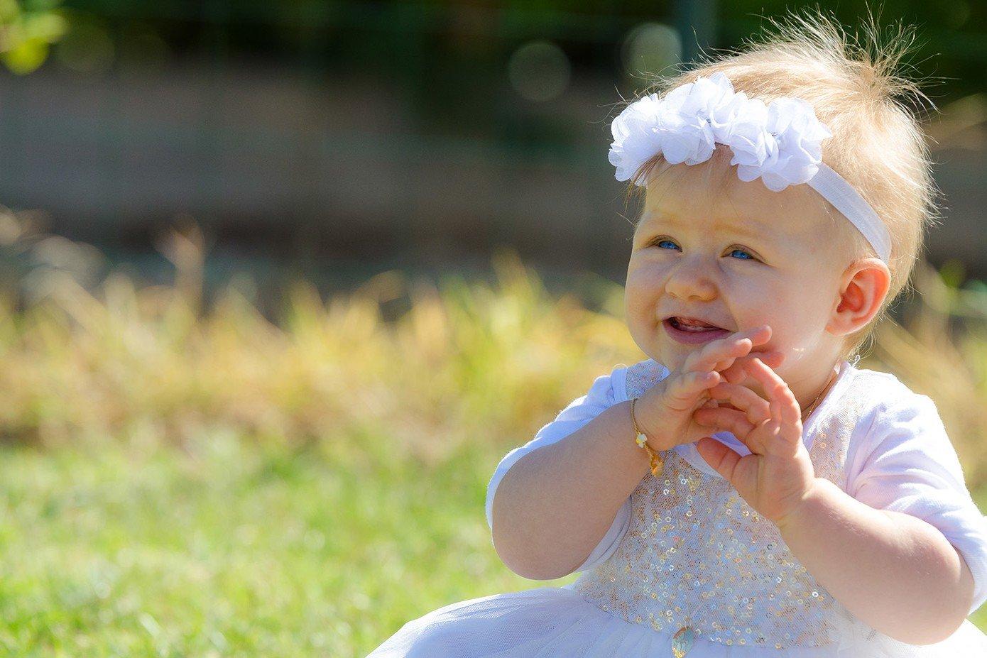 photo de bébé en pleine nature
