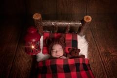 1_blagnac-photographe-naissance-original-lit-encombrant-GB-studiophoto.com_