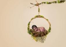 1_blagnac-photographe-original-naissance-nouveau-ne-GB-studiophoto