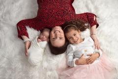 1_daux-photographe-naissance-fratrie-famille-GB-studiophoto.com_