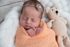 1_rabastens-photographe-naissance-poses-doudou-GB-studiophoto.com_