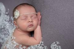 1_toulouse-photographe-newborn-naissance-nouveau-ne-GB-studiophoto.com_
