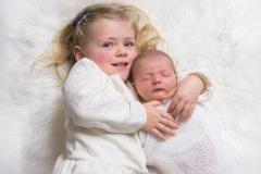 toulouse-photographe-naissance-fratrie-soeur-GB-studiophoto.com_