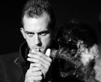 Portrait-homme-cigarettes